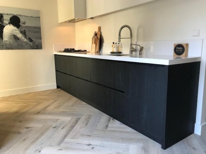 Keuken (zwart eiken fineer)