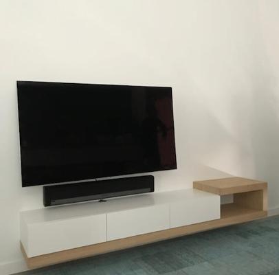 TV kast zweeft
