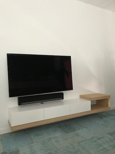 Kast Onder Tv.Wat Zijn De Voordelen En Nadelen Van Een Zwevende Tv Kast Of Haard