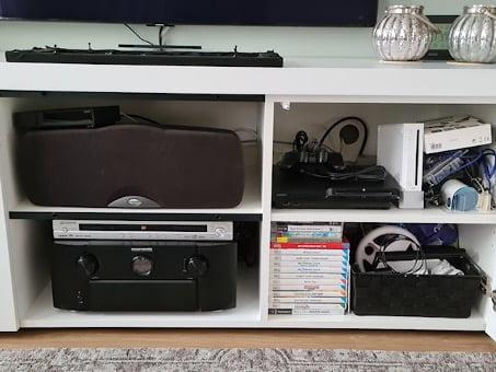 Kabels en stekkers wegwerken TV meubel